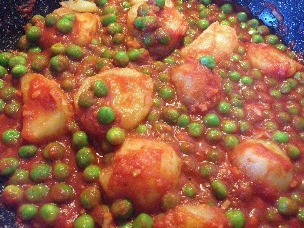 Patate e piselli al pomodoro cucinare sano e gustoso for Cucinare piselli