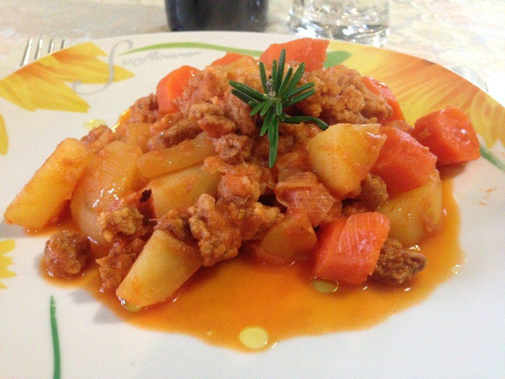 Spezzatino di bocconcini di soia stufati con patate for Cucinare carote