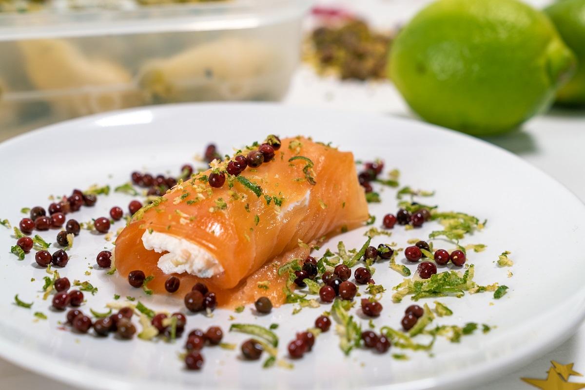 involtini di salmone al pepe rosa e lime