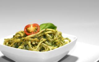 Spaghetti con pesto di zucchine e rucola
